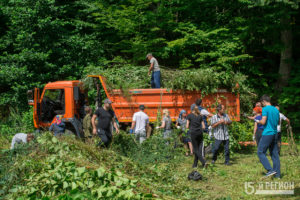 Добровольцы приняли участие в уборке территории Аланского Богоявленского женского монастыря