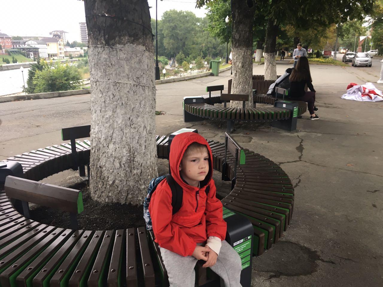 «Умные» скамейки установили в центре Владикавказа