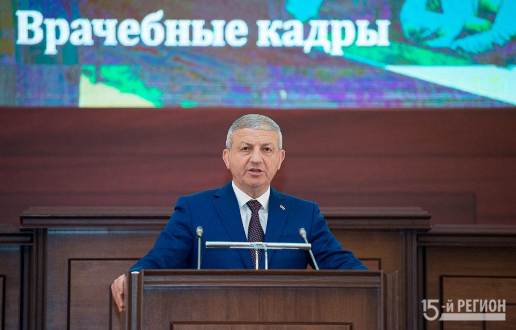 Вячеслав Битаров выступил с докладом-посланием республиканскому парламенту