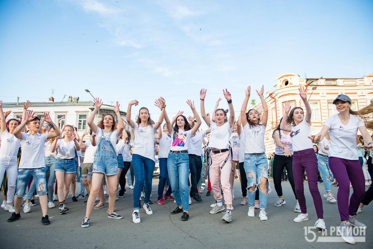 Весело и зажигательно отметили День молодежи во Владикавказе