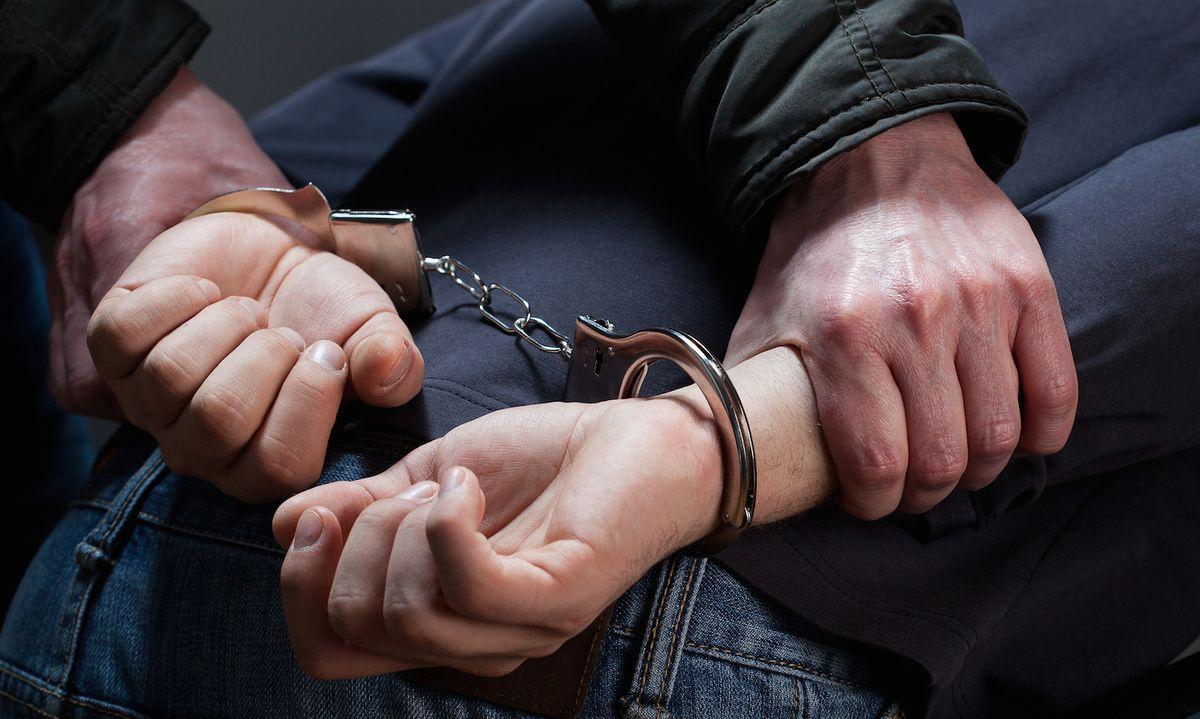 Во Владикавказе рецидивисты ограбили сотрудницу заведения быстрого питания