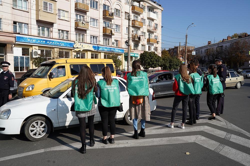 «Санитарно-экологический десант» провел акцию совместно с ГИБДД