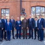 Памятник автору эпической поэмы «Шахнаме» торжественно открыли в СОГУ