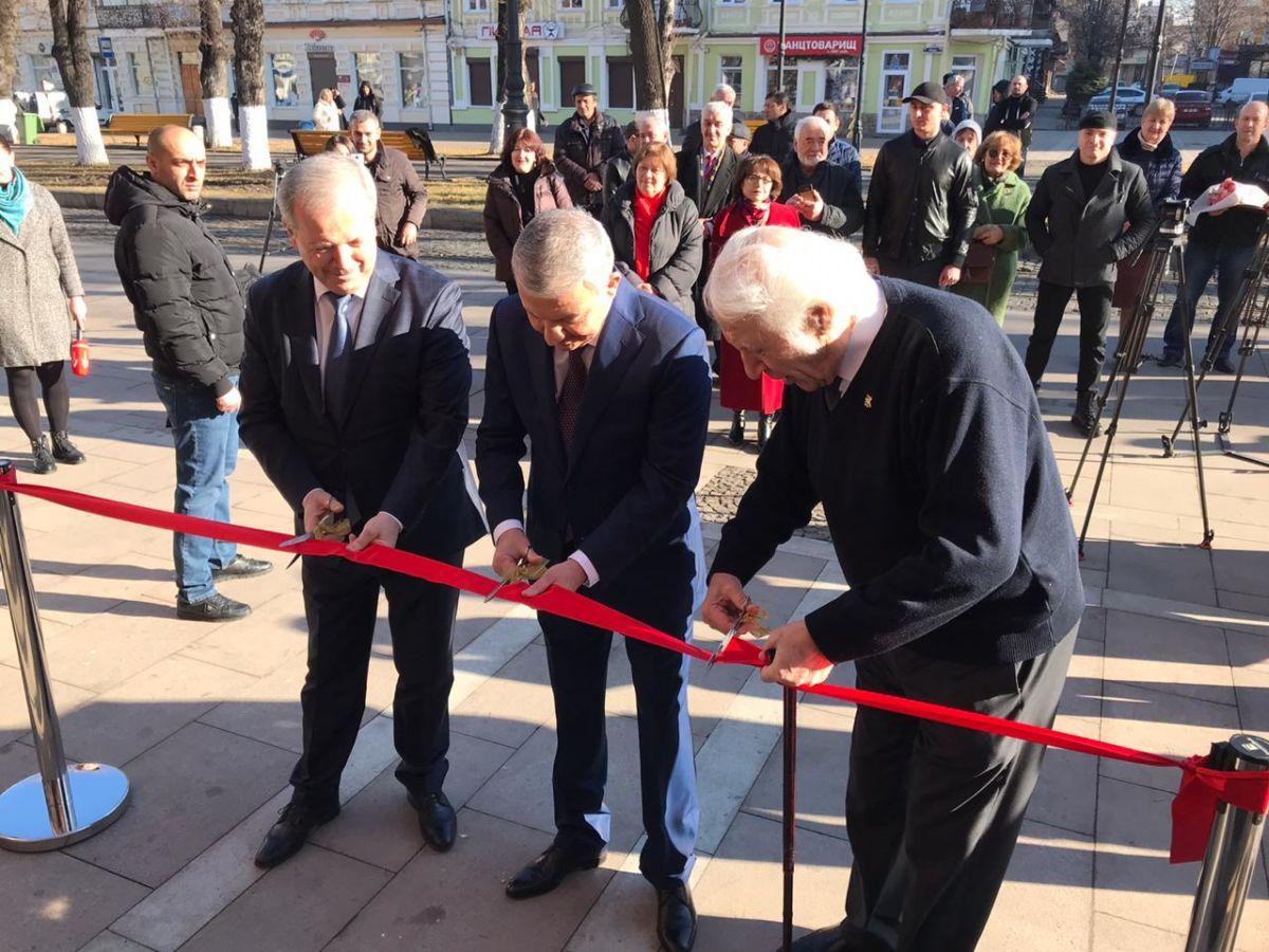 Здание на Проспекте Мира торжественно распахнуло свои двери для оркестра Булата Газданова