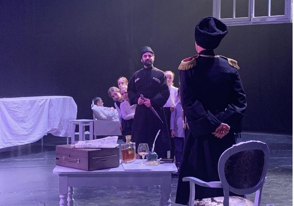 Петербургский режиссер поставил спектакль о Коста на сцене югоосетинского театра
