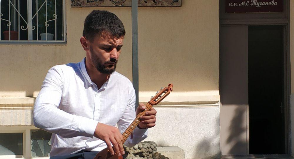 В Тарском открыта мастерская по изготовлению древних национальных инструментов