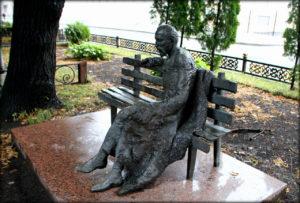 Монументальный спор: быть или не быть памятнику Коста на проспекте Мира?