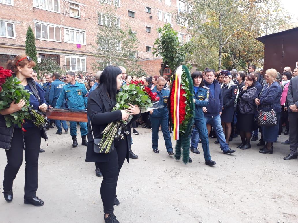 Во Владикавказе простились со спасателем, погибшим при тушении пожара на «Электроцинке»
