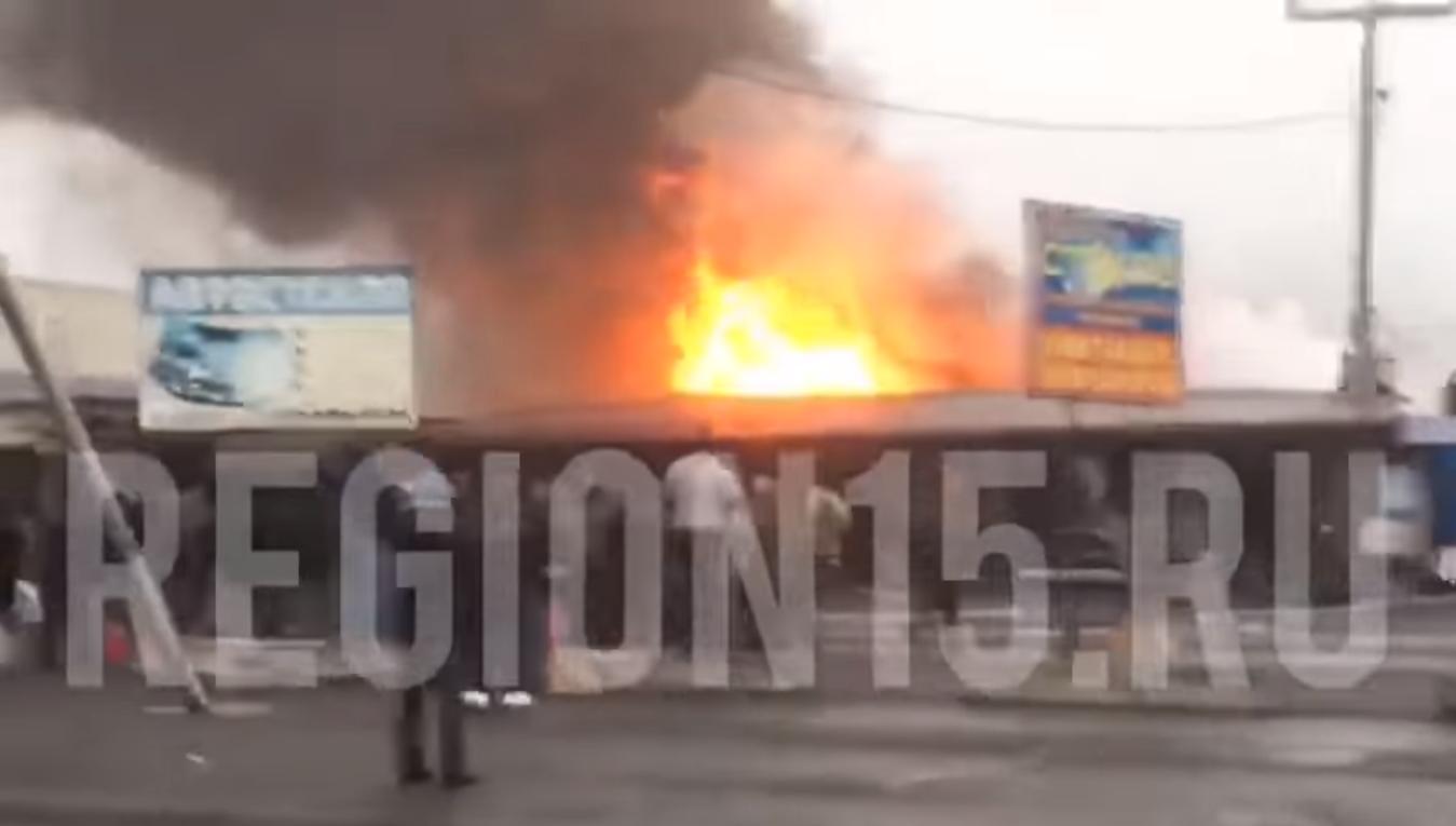 На рынке «Викалина» вспыхнул пожар