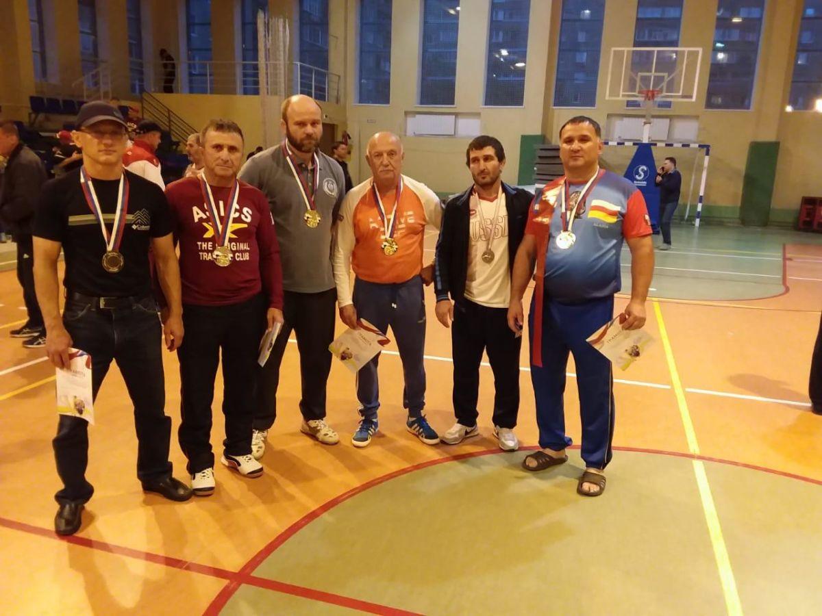 Осетинские ветераны успешно выступили на чемпионате России по вольной борьбе