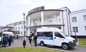 8 автомобилей «ГАЗель» подарили комплексным центрам социального обслуживания республики