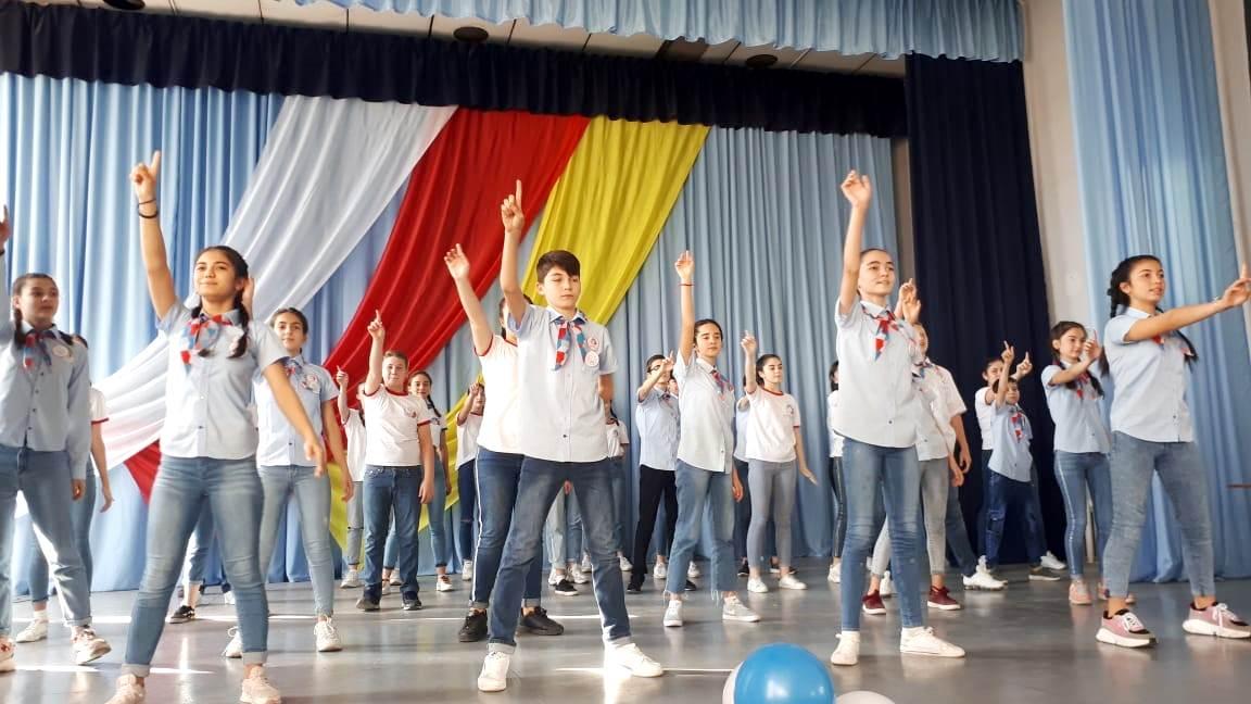 В Северной Осетии полторы тысячи школьников вступили в ряды вожатых