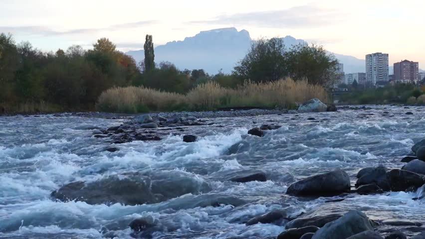 Сотрудники МЧС спасли из реки Терек мужчину