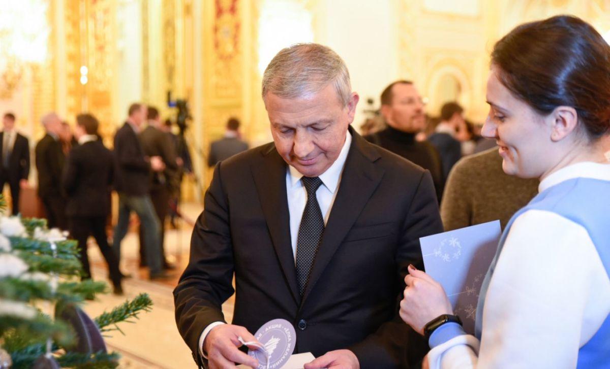 Глава Северной Осетии исполнит новогодние желания трех юных жителей республики