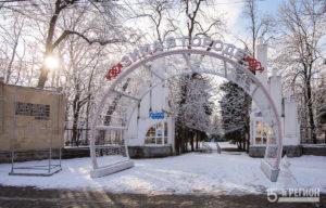 Центральный парк Владикавказа в белых тонах
