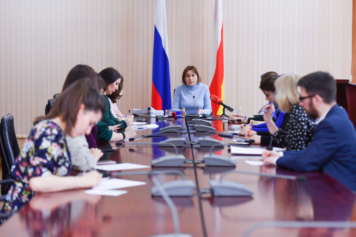 В Северной Осетии увеличился общий фонд оплаты труда учителей – Людмила Башарина