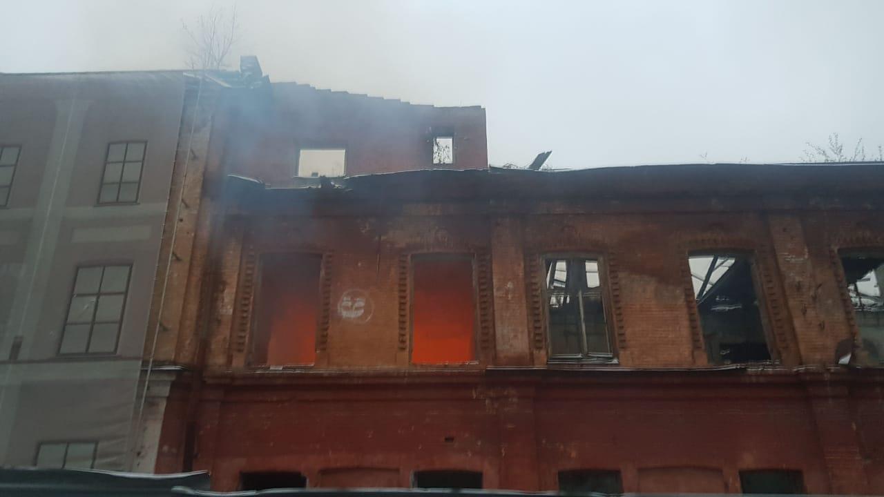 Во Владикавказе горит Дом офицеров