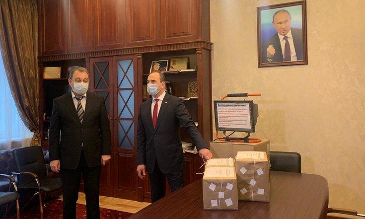 Юрий Чайка приобрел средства индивидуальной защиты для медработников Северной Осетии