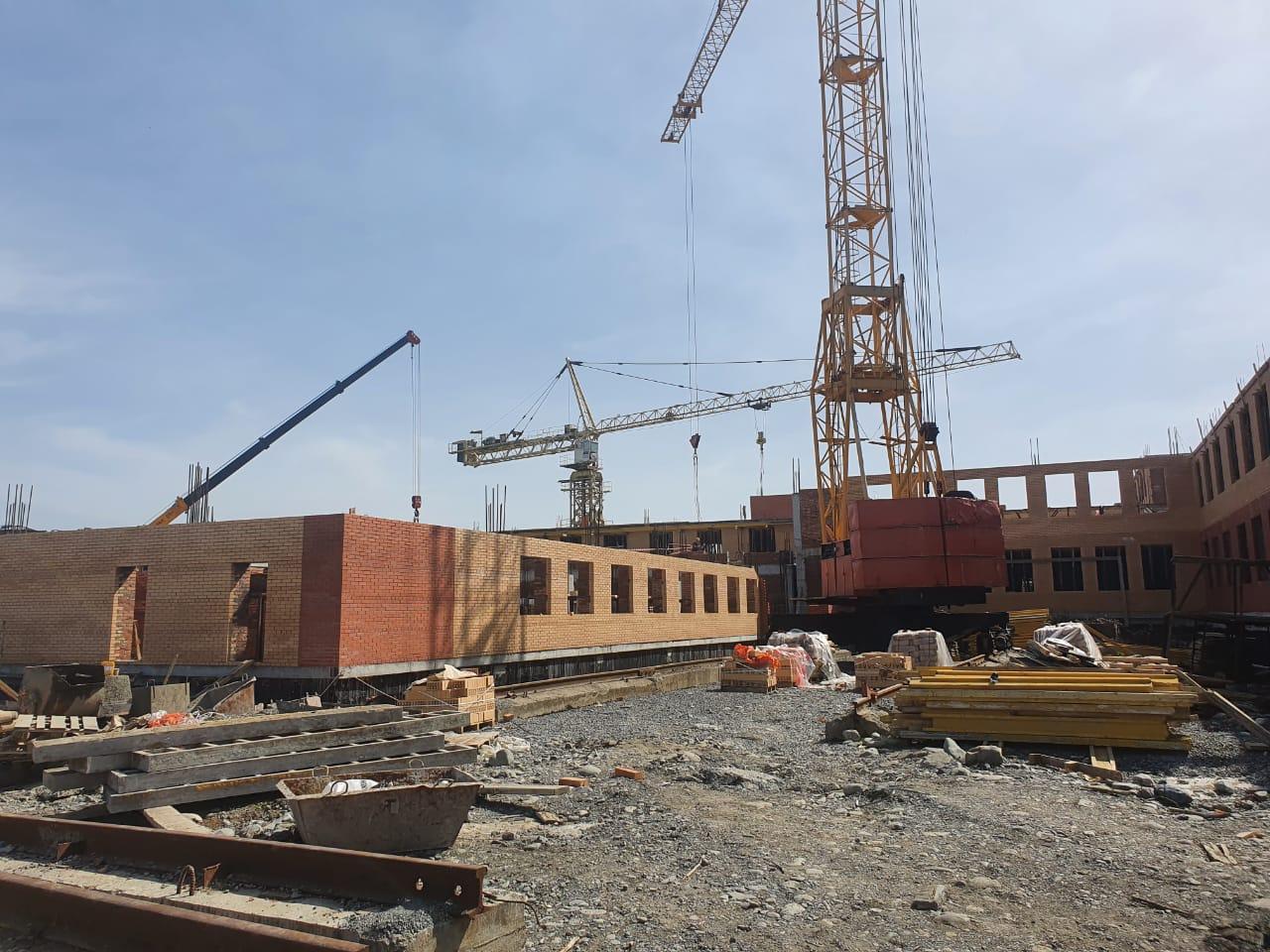 Во Владикавказе продолжается строительство школы на 550 мест