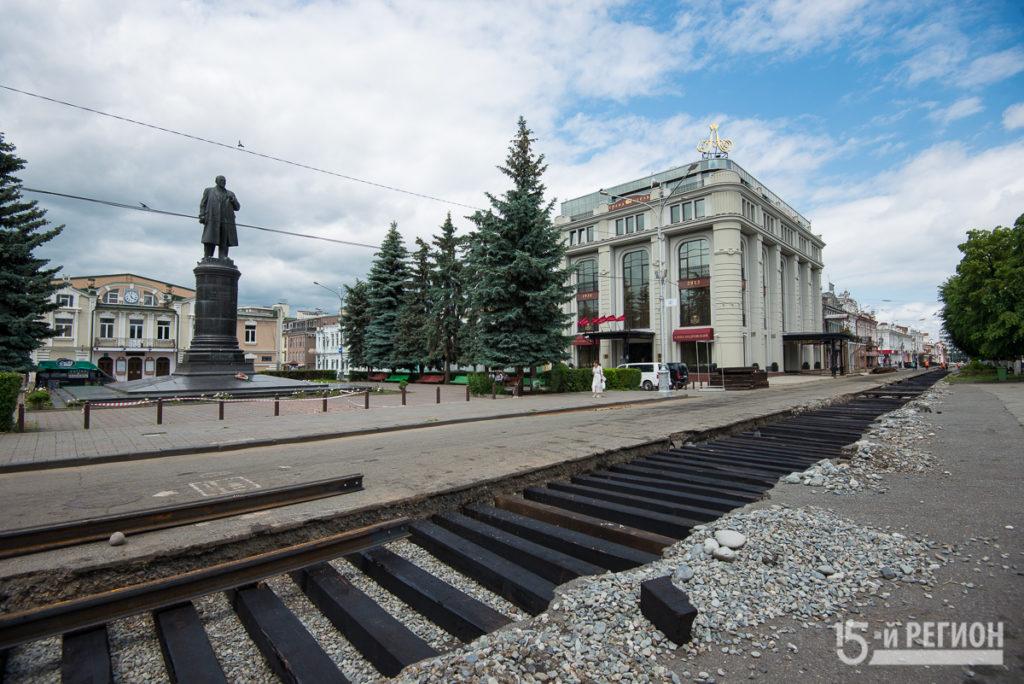 На проспекте Мира укладывают новые трамвайные пути