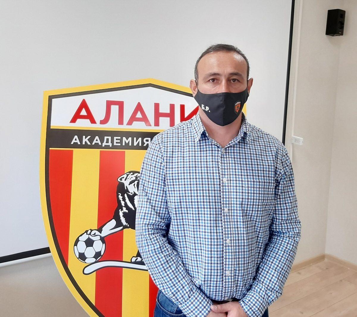 Наши футболисты имеют прекрасные условия для профессионального роста – Роберт Битаров
