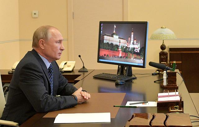 Жестких и тотальных ограничений в России из-за коронавируса не планируется – Владимир Путин