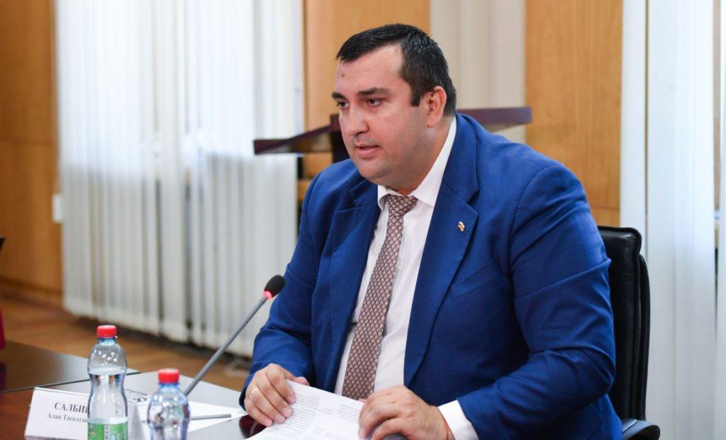 Алан Салбиев рассказал о борьбе с фейками и работе в режиме «военного времени»