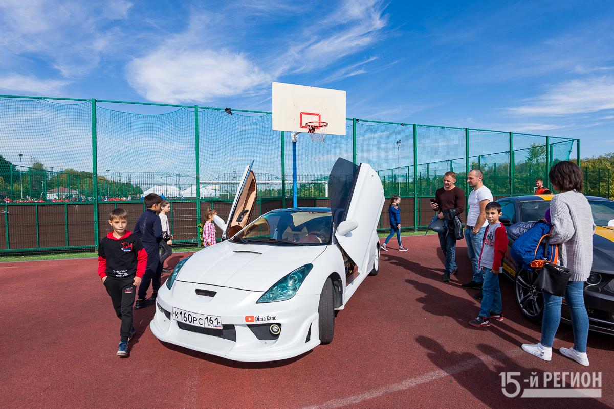Во Владикавказе проходит выставка редких автомобилей