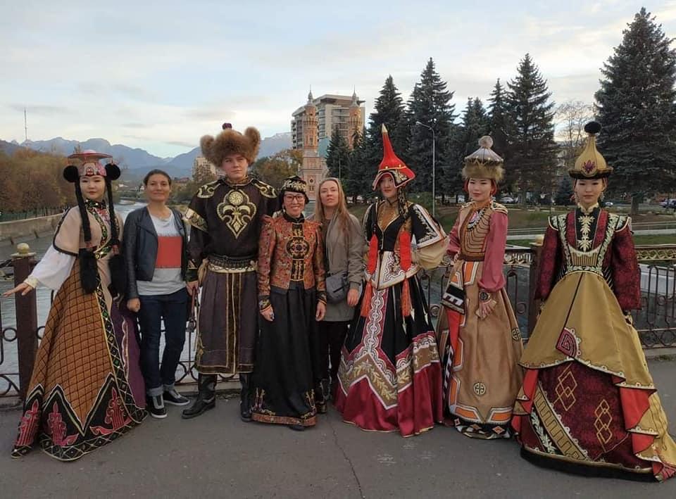 Выставка художников из Калмыкии впервые открылась в Северной Осетии