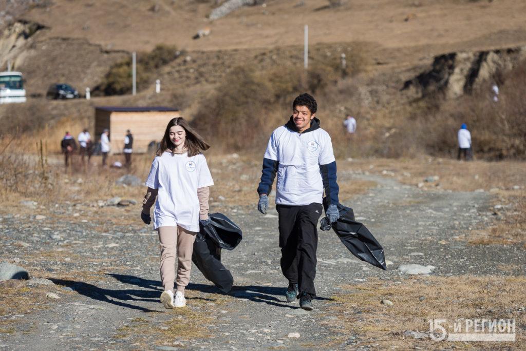 """Экологическая акция """"оБЕРЕГАй"""". Волонтеры очистили от мусора участок берега реки Фиагдон"""