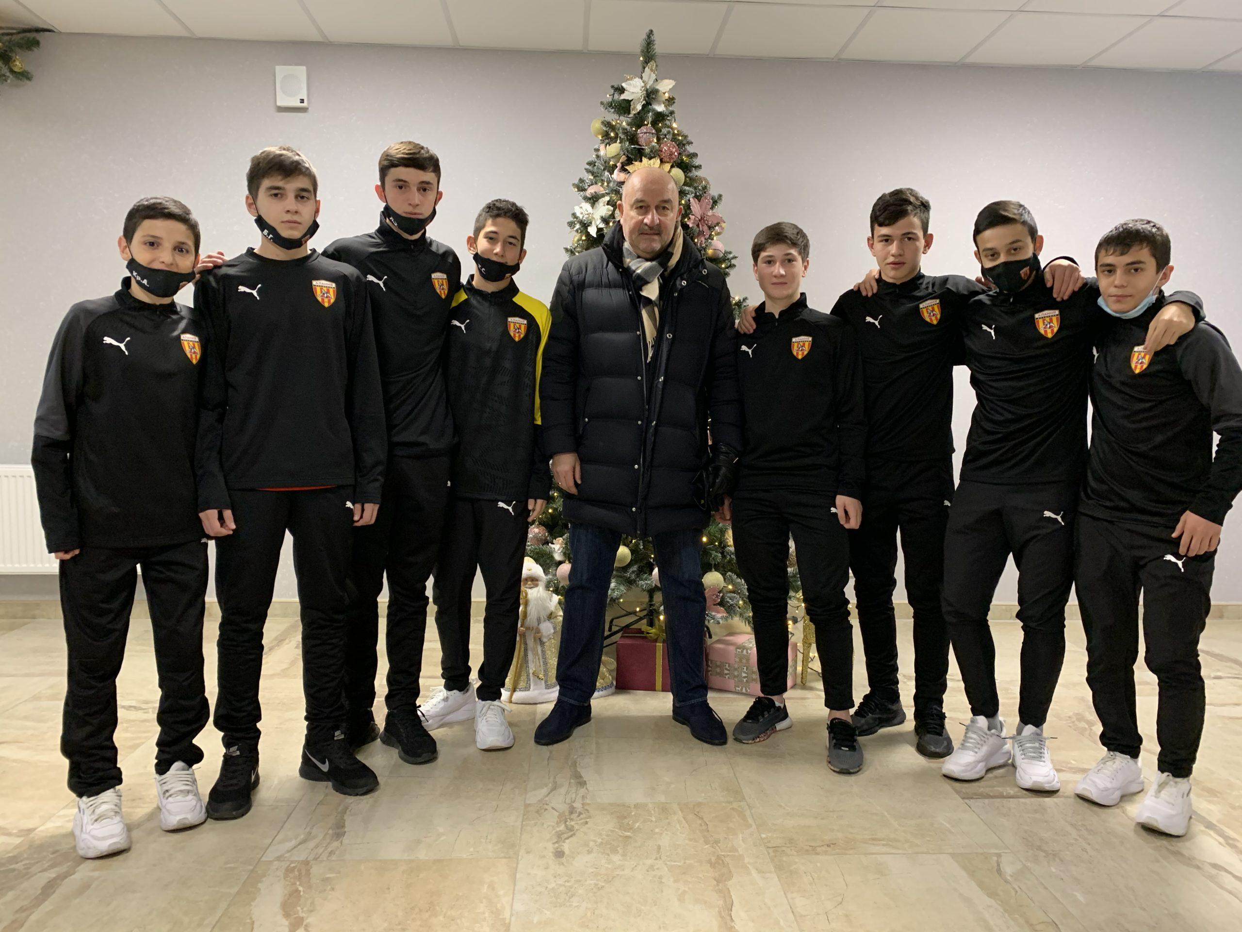 Станислав Черчесов посетил академию футбола «Алания»