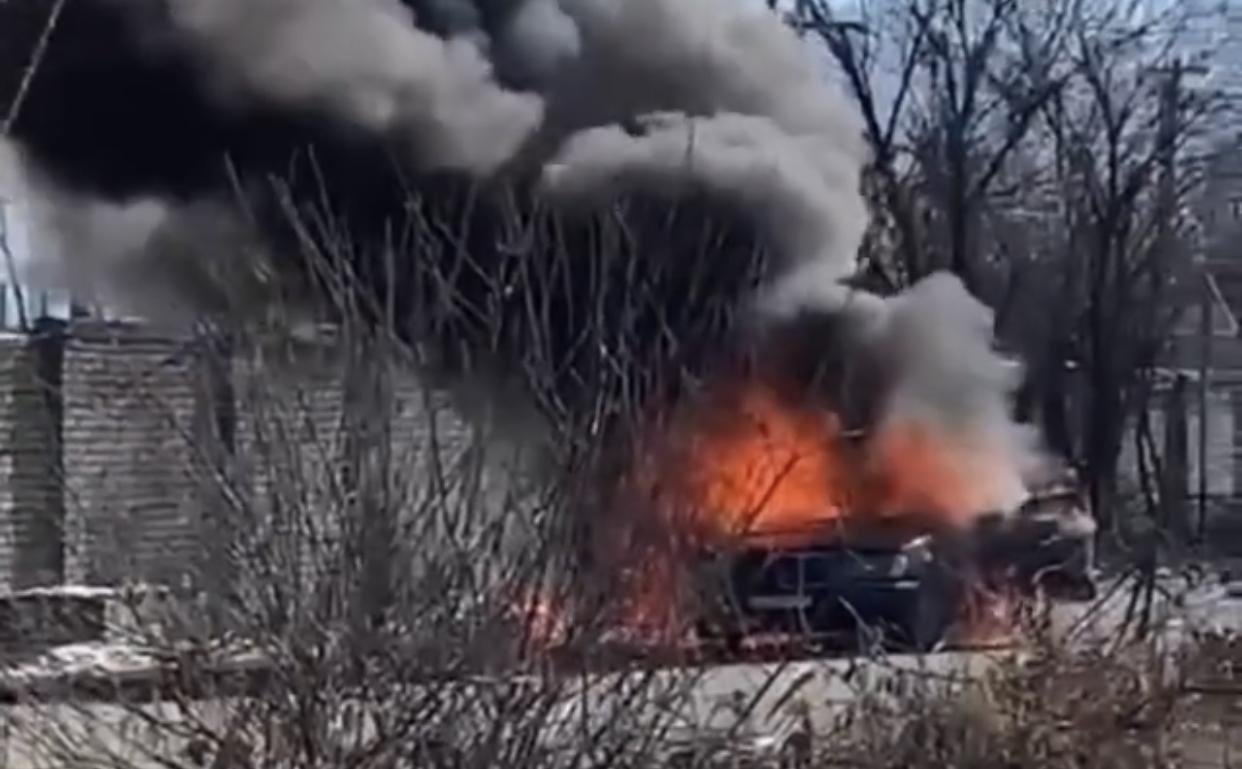 Во Владикавказе загорелся автомобиль