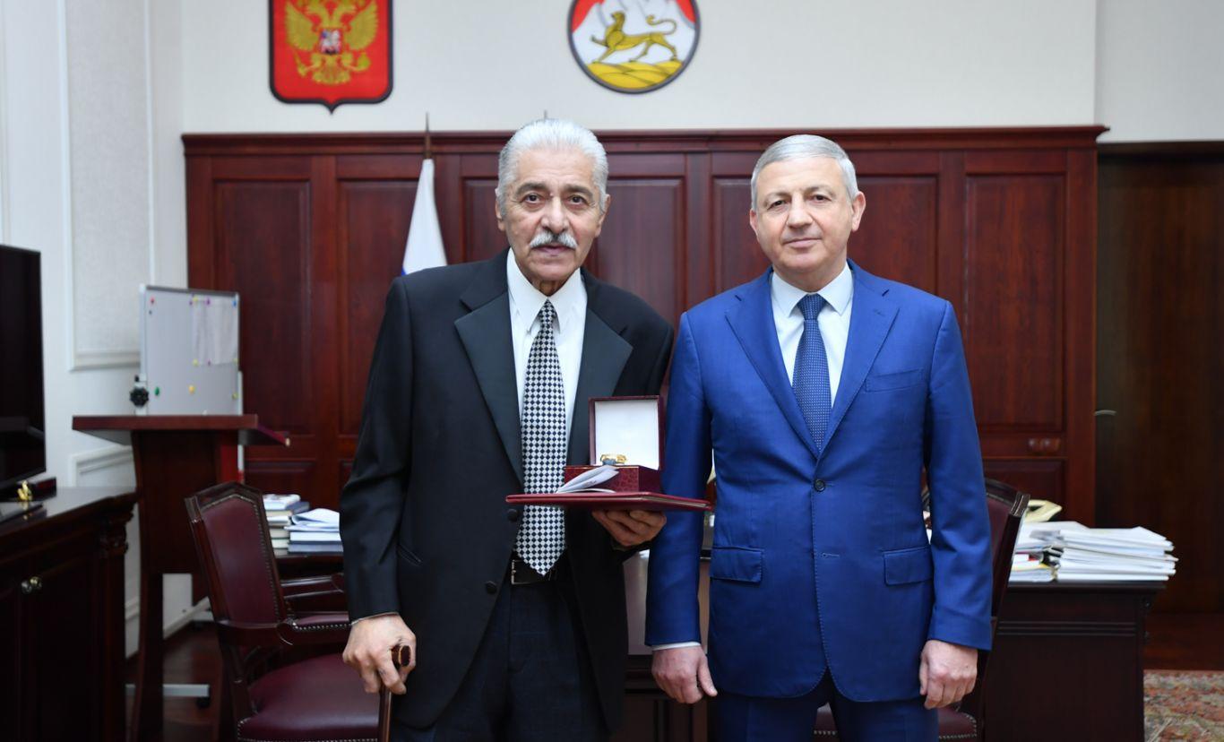 Вячеслав Битаров поздравил Юрия Бацазова с 80-летним юбилеем