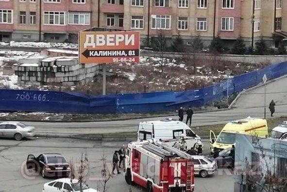 Во Владикавказе на пересечении улиц Калинина и Московская произошло массовое ДТП