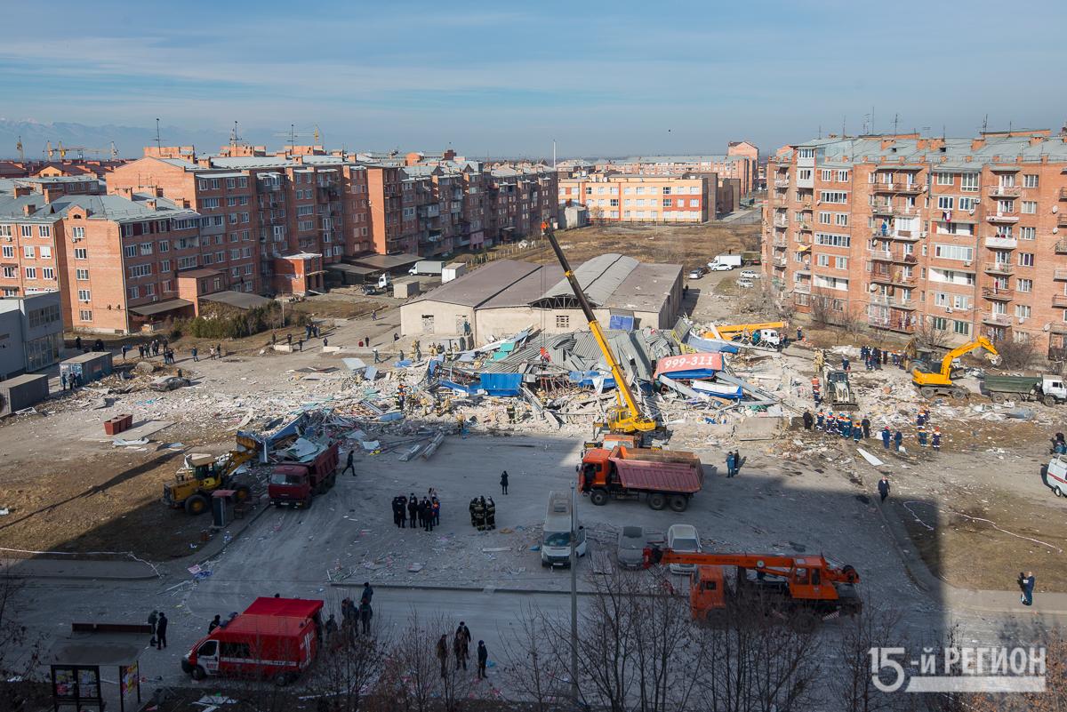 Взрывчатых веществ на месте рухнувшего здания торгового центра во Владикавказе не обнаружено
