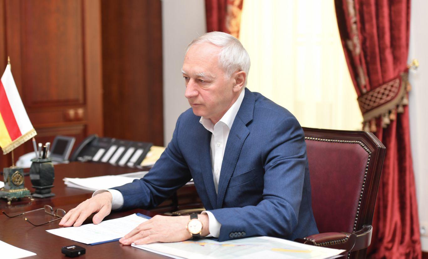 Работу над созданием проектов «Мамисон» и «Алания парк» обсудили Вячеслав Битаров и Владимир Гуриев