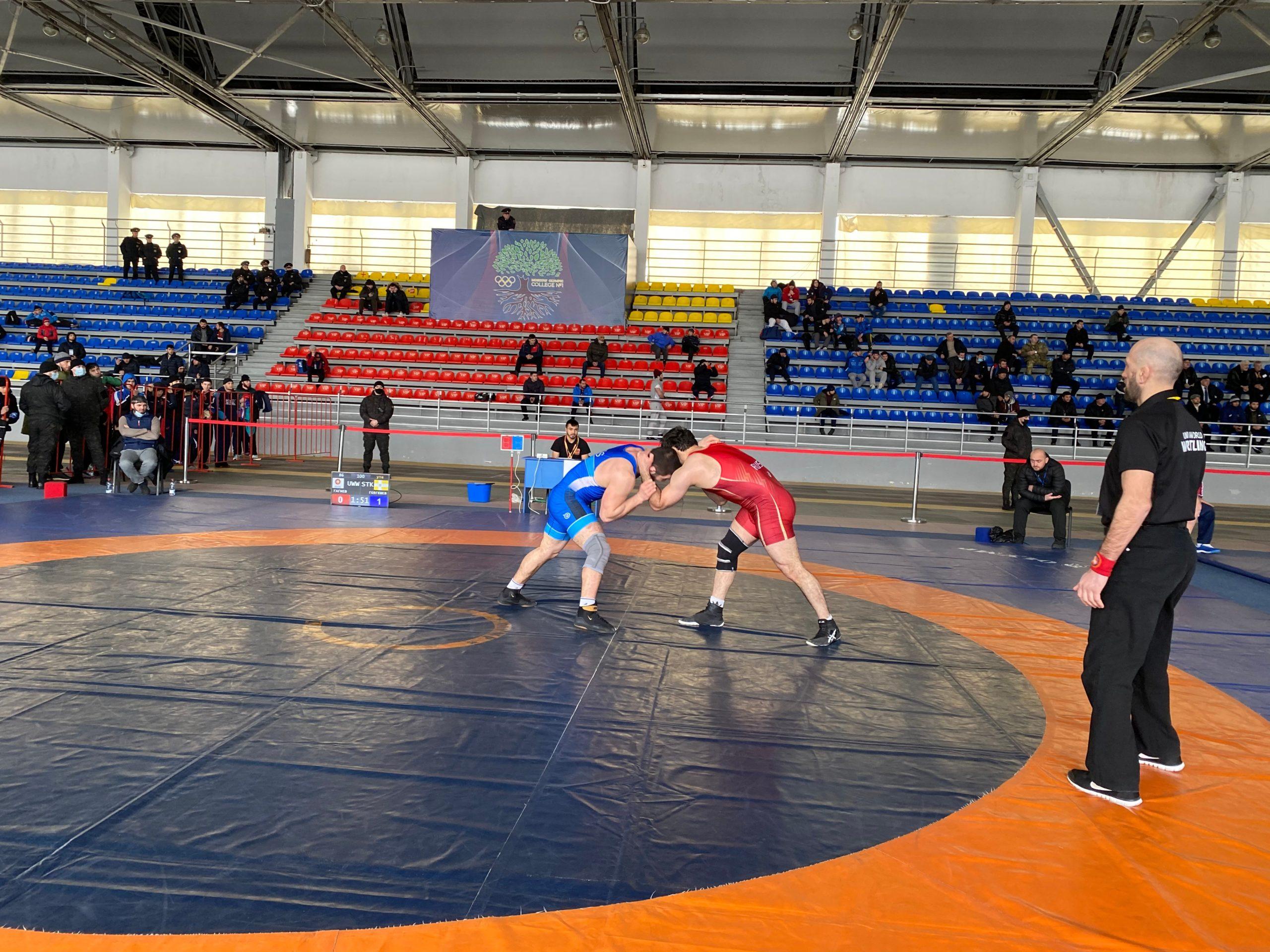 Во Владикавказе проходит чемпионат СКФО по вольной борьбе