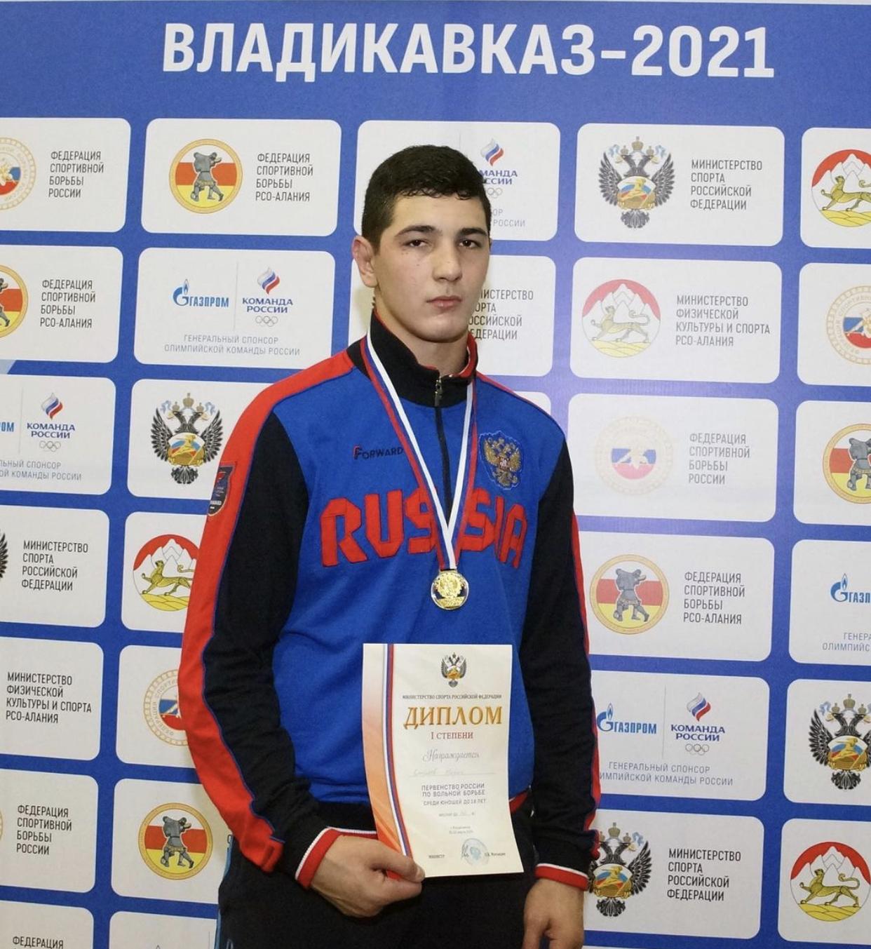 Жорик Джиоев выиграл первенство России по вольной борьбе среди юношей