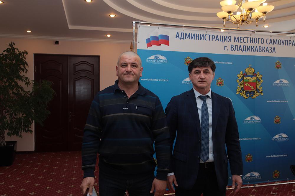 Тамерлан Фарниев наградил отличившихся работников ЖКХ