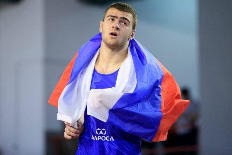 Осетинский борец Сергей Козырев победил двукратного чемпиона страны и вышел в полуфинал чемпионата России
