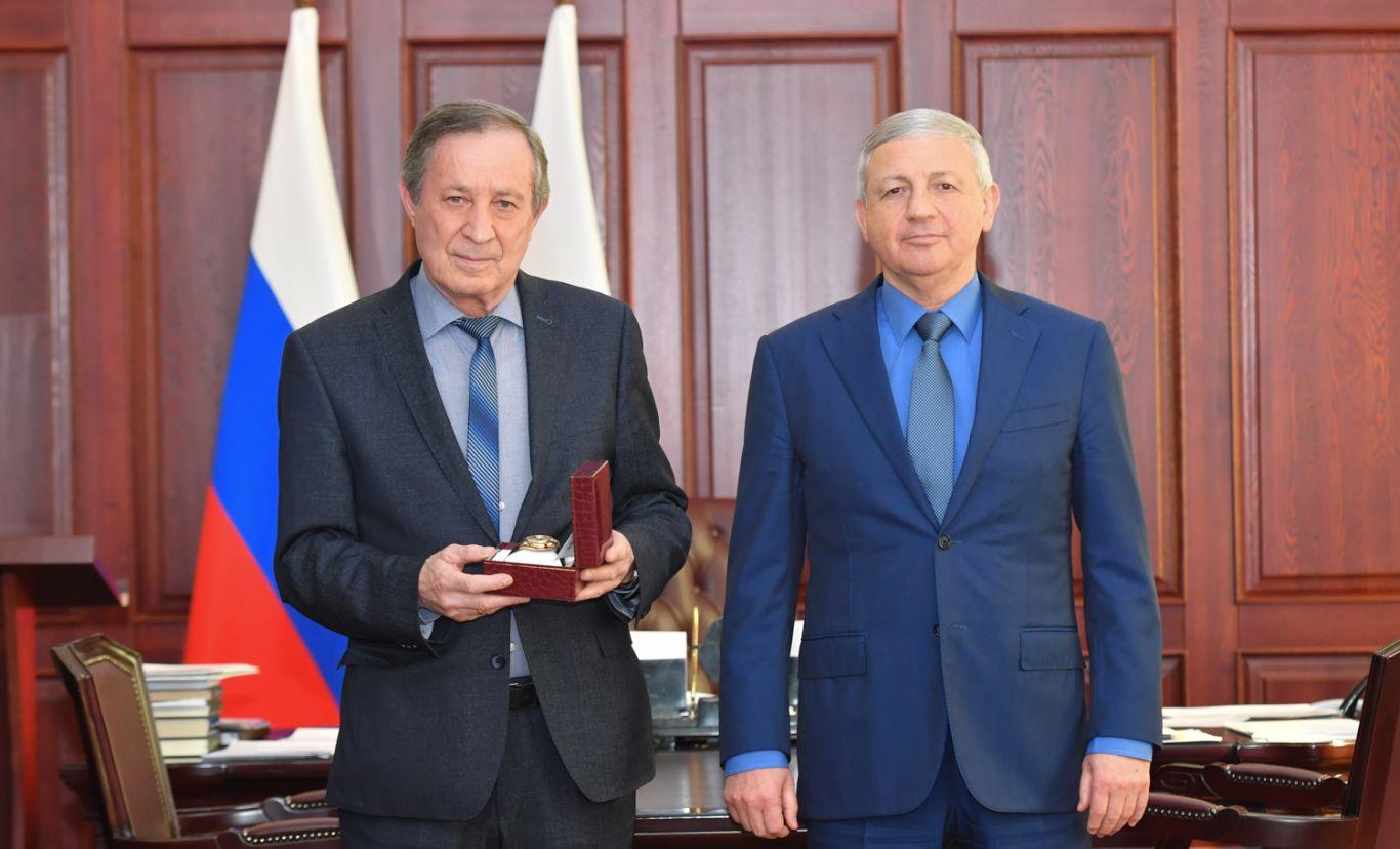 Вячеслав Битаров поздравил Казбека Магаева с юбилеем