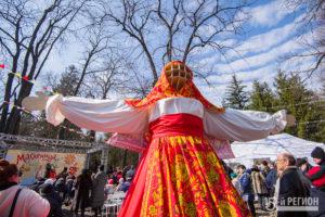 Владикавказ отметил широкую Масленицу народными гуляниями, танцами и сжиганием чучела