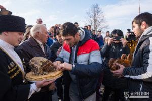 В Северной Осетии встретили триумфаторов чемпионата России по вольной борьбе