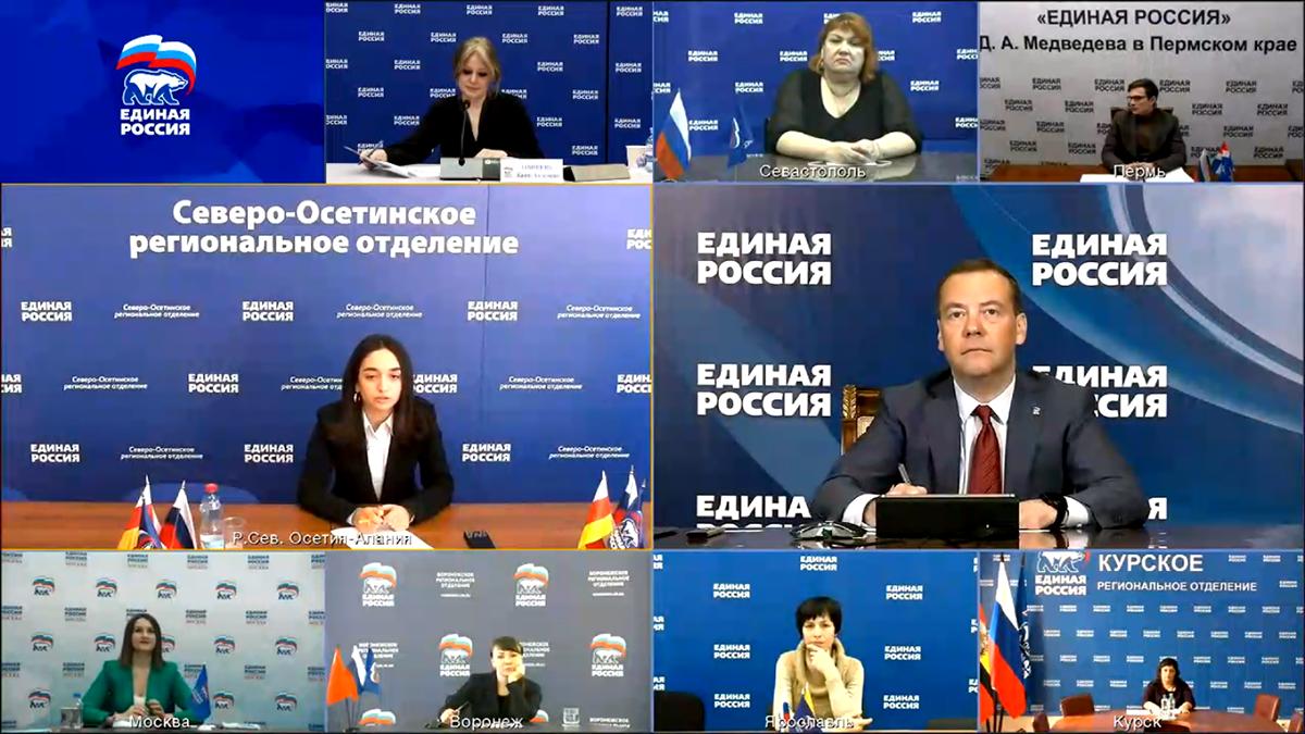Студентка СОГУ задала вопрос Медведеву