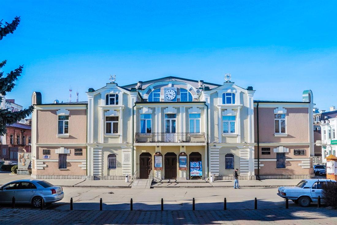 Нагрудные значки выпустят к юбилею Академического русского театра им. Е. Вахтангова