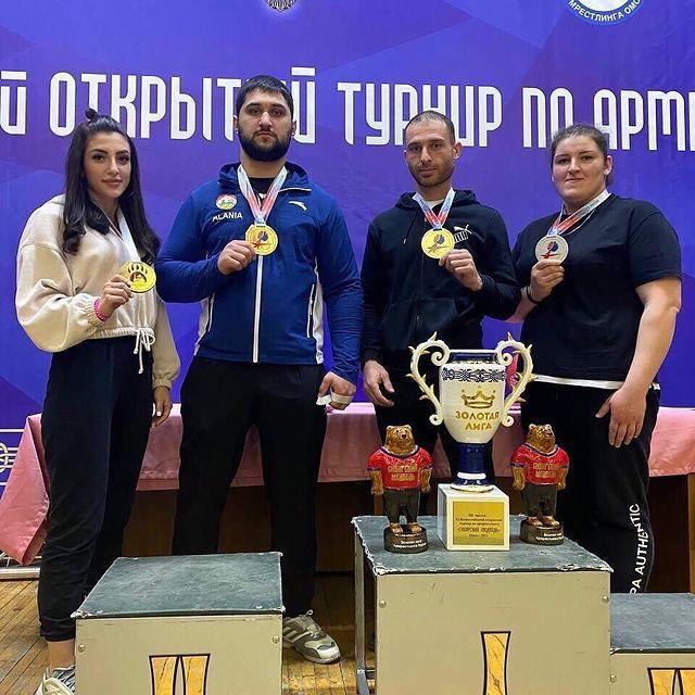 Спортсмены из Северной Осетии успешно выступили на турнире по армрестлингу «Сибирский медведь»