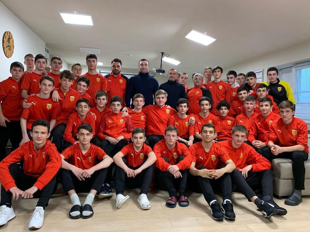Мурат Гассиев встретился с воспитанниками академии футбола «Алания»