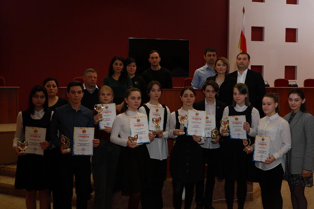 фото Во Владикавказе наградили победителей конкурса рисунка «Мы против экстремизма»