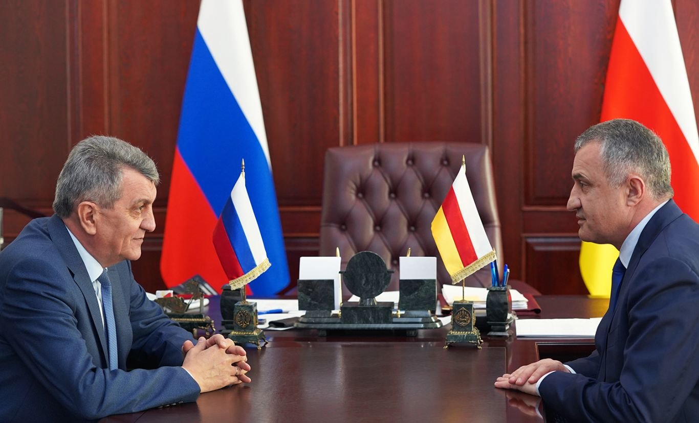 Сергей Меняйло провел рабочую встречу с Анатолием Бибиловым