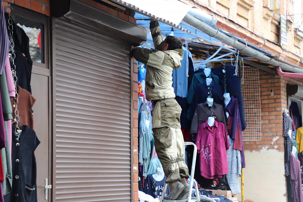 Во Владикавказе демонтировали три незаконных торговых объекта